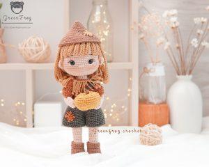 Green-frog-crochet-Sami-doll